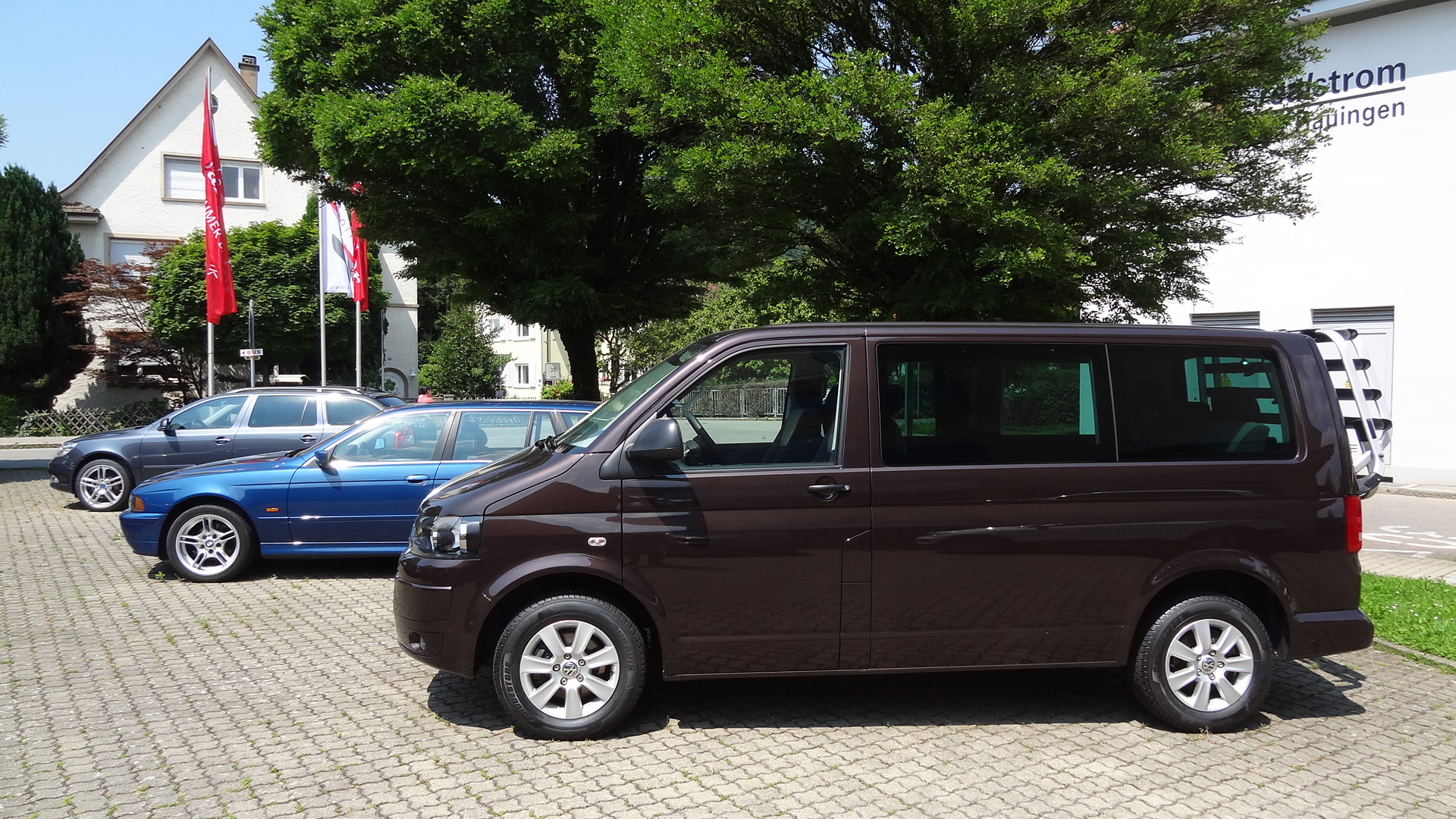 VW T5 Multivan (darkwood)